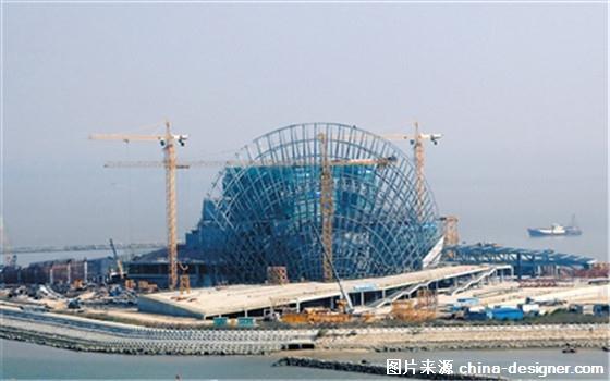 珠海大剧院的大贝壳钢结构顺利封顶,至此,野狸岛上的大,小贝壳都已