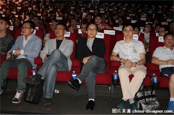 金堂奖组织机构负责 人张宏毅,简一大理石瓷砖全国设计总顾问李志豪