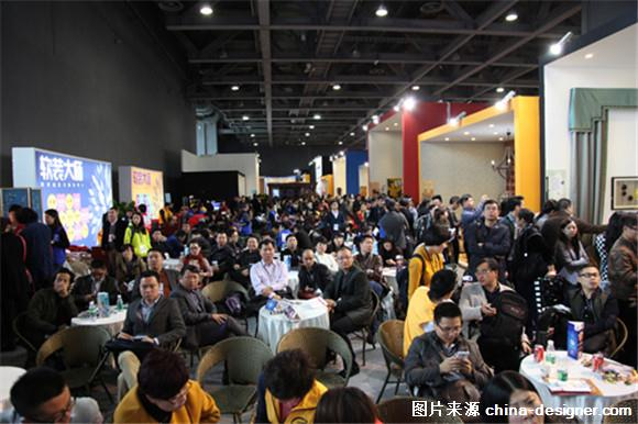 2015年是广州国际设计周的第10个年头,值此10年之际,广州国际设计周将于2015年下半年推出10年纪念版的品牌形象,助推未来十年宏伟战略布局,让中国设计的声音响彻世界舞台。  据了解,2015广州国际设计周展会将于12月4日6日在广州琶洲保利世贸博览馆盛大举行,作为中国第一个以设计+选材(D+B,Design + Brands)为策展主题的大型B2B展,历经十年发展和壮大,已成为中国目前规模最大、参与人数最多、影响力最广、国际化程度最高的设计+选材博览会。  百商汇聚,无限商机,3天集结10万