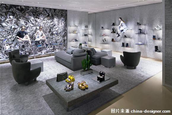 圖:迪奧北京新店設計,藝術藏品鎮場 時裝品牌迪奧最近在北京國貿商城的全新旗艦店開幕,它既是迪奧在中國大陸最大的女裝旗艦店,也是其在北京的第三家女裝精品店。半年前,迪奧剛剛在首爾高調開設首家獨立門店,也是亞洲最大的旗艦店。為了迎合韓國市場,迪奧首個「Esprit Dior」展覽也在東大門設計廣場同期開幕。