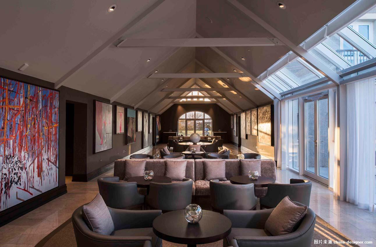 英国威尔士 Twry Felin 酒店  艺术廊厅 Aedas 室内设计团队受 Retreats Group委托,为其进行充满地域特色的定制化设计。这三家历史酒店均采用了 Retreats Group 的核心理念,即古老肌理的现代性,通过纯手工打造的定制化精美家具以及整体性的华丽装潢体现品牌独特风格,营造穿越时光的永恒质感和独特的静谧感,以展现本地悠久的历史与丰富的文化积淀。 这项彭布罗克海岸国家公园的历史遗迹复建工程,为本地区带来显著的高端游客增长,并为当地创造众多新就业岗位。 我们对现有建筑难