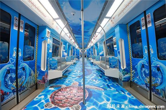 图:南昌地铁迎来首列海洋主题列车  图:南昌地铁迎来首列海洋主题列车 9月27日,南昌地铁列车车厢简直成了一个自拍馆。这列被海洋生物入侵的地铁是南昌首列海洋主题列车,由万达海洋乐园倾情打造。独一无二的专列地铁采用创意包车的形式,每个乘客在乘坐地铁的同时即可沉浸融入在海洋情景之中。 (责任编辑:水晶)